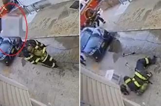 شاهد.. سقوط مكيف من أعلى مبنى على رأس رجل إطفاء - المواطن