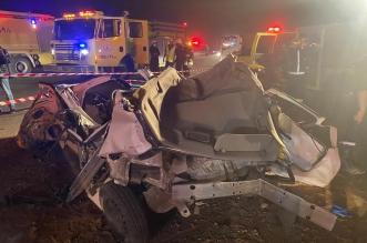 صور.. وفاة 6 أشخاص من عائلة واحدة في تصادم مروع على طريق المدينة - المواطن
