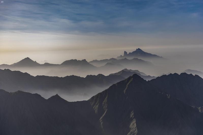 ضباب الباحة لوحة إبداعية على سفوح الجبال - المواطن