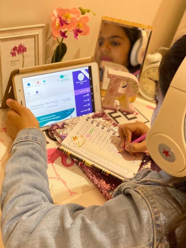 6 ملايين طالب يستلمون كتب المقررات الدراسية اليوم - المواطن