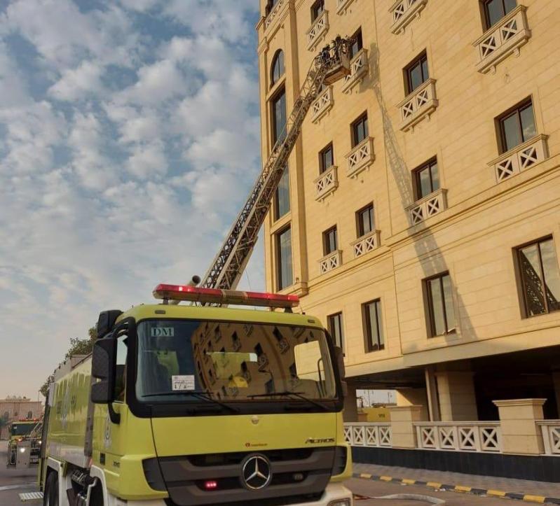 صور.. حريق يخلي فندقاً بالدمام - المواطن