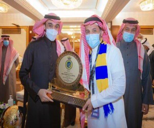 وزير الرياضة يُتوج النصر