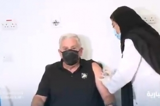 فيديو.. السفير الأمريكي لدى المملكة يتلقى الجرعة الثانية من لقاح كورونا - المواطن