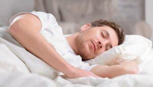 السعوديون أكثر الشعوب التي تفضل النوم متأخرًا وهذا رأي الطب