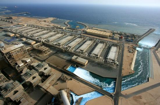 شركة دوسان الكورية تبني محطة تحلية مياه البحر
