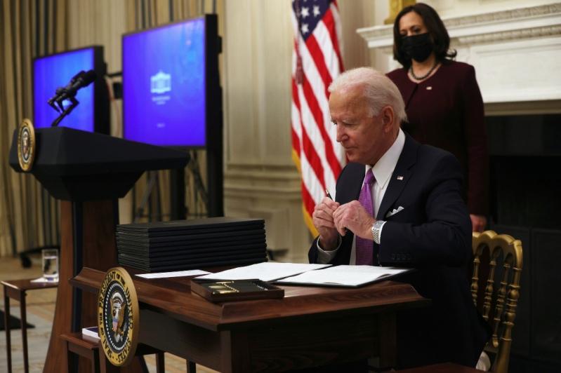 جو بايدن يحظر دخول القادمين لأمريكا من 30 دولة أجنبية - المواطن