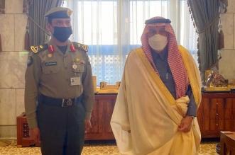 أمير الرياض يقلد مدير الجوازات بالمنطقة رتبته الجديدة