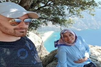 التقط مع زوجته الحامل صورًا رومانسية ثم ألقى بها من قمة الجبل! - المواطن