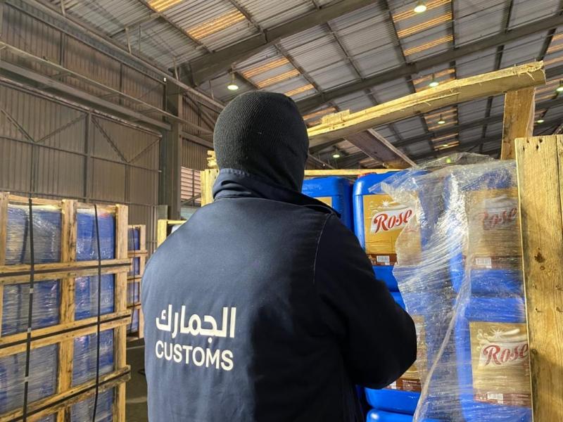 الجمارك تُحبط تهريب أكثر من 77 ألف لتر مواد مستخدمة في صناعة الخمور - المواطن