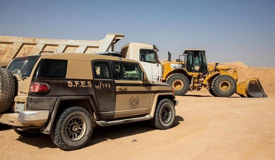 الأمن البيئي يضبط 5 مخالفين يقومون بنقل الرمال وتجريف التربة