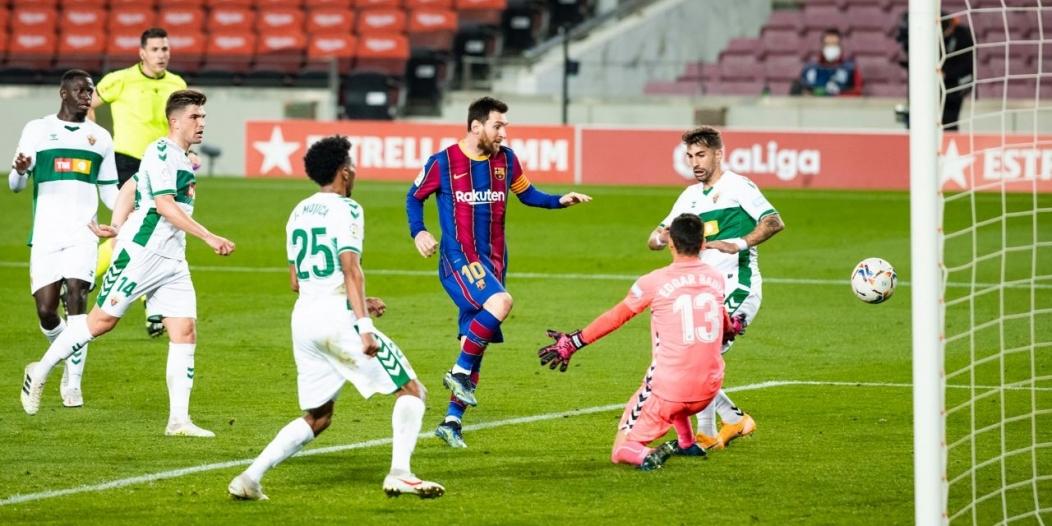 ميسي يتألق مع برشلونة وينفرد برقم مميز