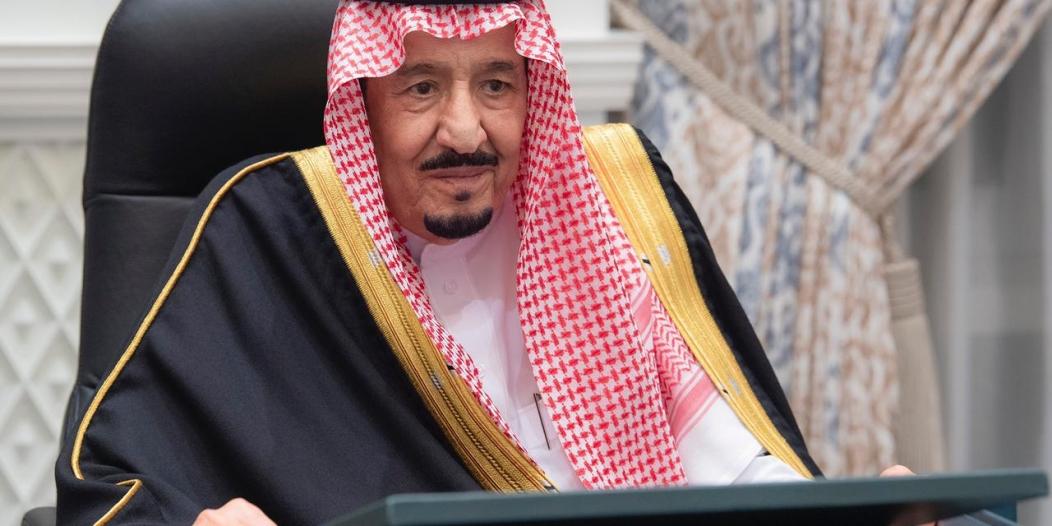 إنفاذاً لتوجيه الملك سلمان .. تمديد هوية مقيم وتأشيرات الخروج والعودة والزيارة آليًا دون مقابل