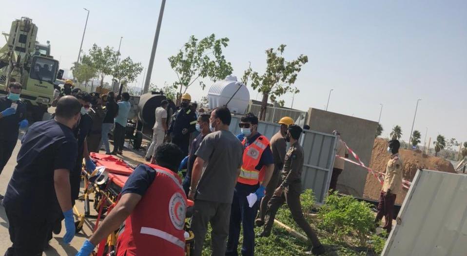 حالتا وفاة و 10 مصابين إثر انهيار خزان أرضي في جدة