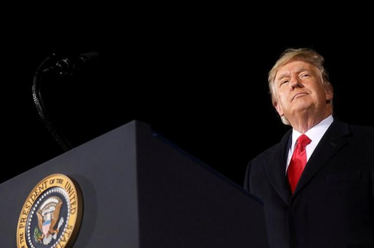حركة مفاجئة من ترامب بشأن إجراءات عزله
