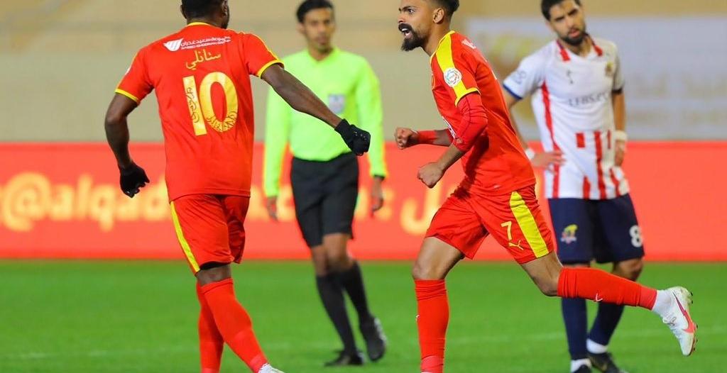 العمري والكويكبي أبرز اللاعبين السعوديين الموسم الماضي