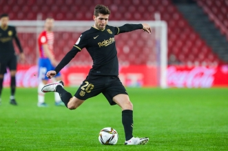 روبيرتو في مباراة برشلونة وغرناطة