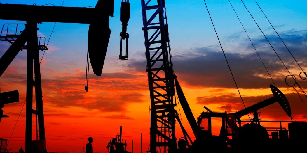 أسعار النفط تواصل تسجيل مستويات قياسية جديدة