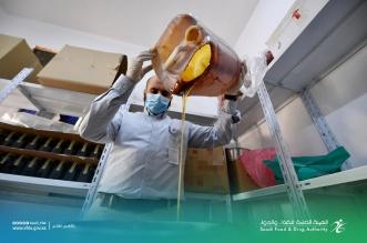 ضبط كميات من العسل يُروج بادعاءات مضللة في الرياض