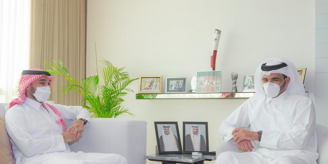 وزير الرياضة يناقش سبل التعاون مع الأولمبية القطرية