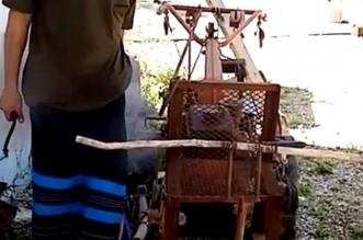 فيديو.. مواطن يصنع آلة حرث زراعية بقرية مربة بأبها - المواطن