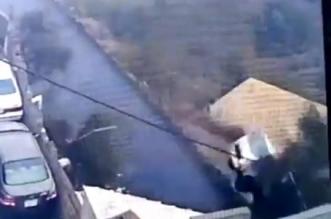 بالفيديو.. سقوط سيارة من طريق جبلي في فيفاء - المواطن