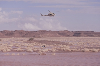 فيديو.. استخدم الطيران العامودي لإنقاذ 4 أشخاص من سيول تبوك - المواطن