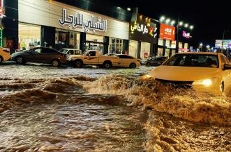 مياه الأمطار تغمر طريق الأمير سلطان في خميس مشيط وتشل الحركة المرورية - المواطن