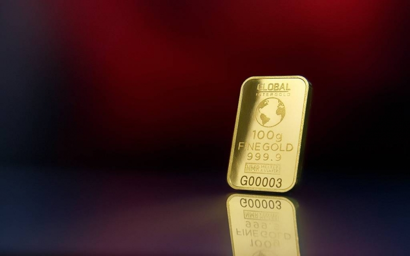 الذهب يتراجع مع قوة الدولار
