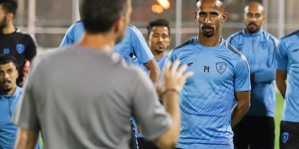 إداريو الفتح يدعمون اللاعبين قبل مباراة الأهلي