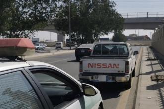 القبض على سائق مركبة سار بحمولة زائدة وسبب زحامًا على الطريق - المواطن