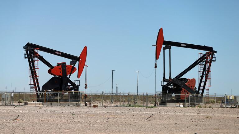 انخفاض أسعار النفط بسبب موجة إصابات بـ كوفيد-19