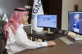 رئيس الطيران المدني يدشن بوابة إلكترونية لخدمة المسافرين
