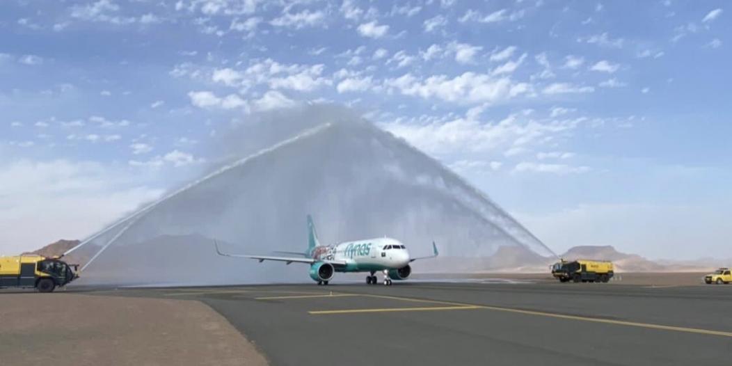 فيديو وصور.. وصول أولى رحلات طيران ناس إلى مطار العلا