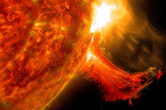 عاصفة شمسية قد تدمر الحمض النووي كيف ؟