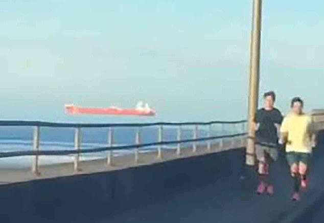 فيديو لـ سفينة تطفو في الهواء.. ما هي الخدعة ؟ (2)