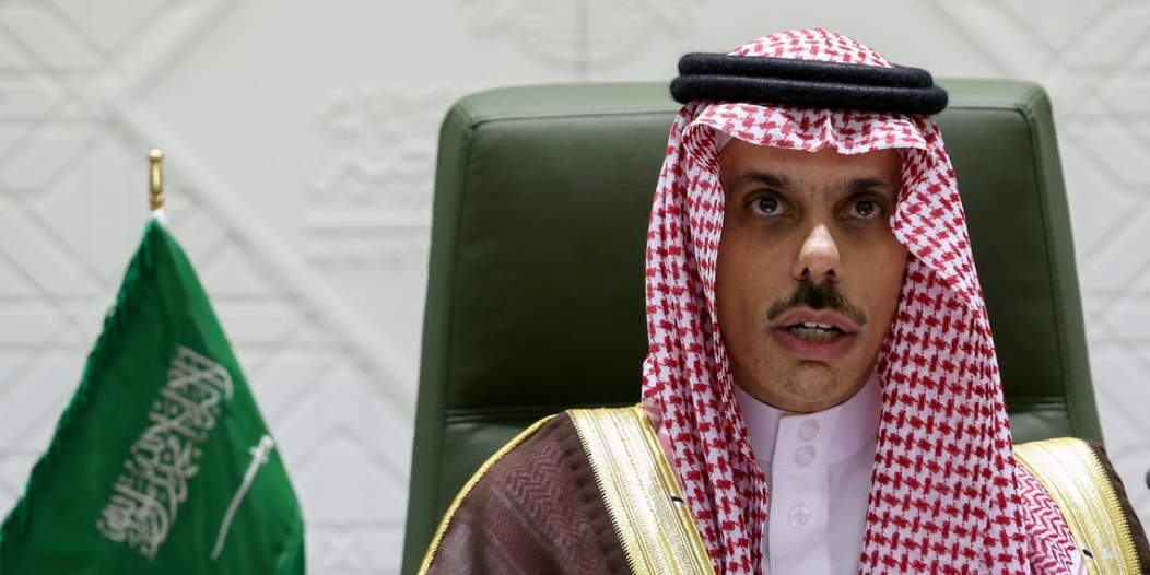 بأمر الملك سلمان.. وزير الخارجية يتلقى وشاح الملك عبدالعزيز