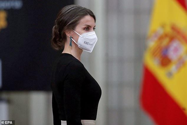 ملكة إسبانيا تظهر بإطلالة رائعة