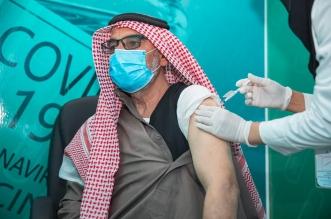 مواطن يتلقى لقاح فايروس كورونا