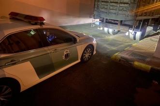 ضبط قائد مركبة ينقل لوحة إعلانات عملاقة على طريق عام - المواطن