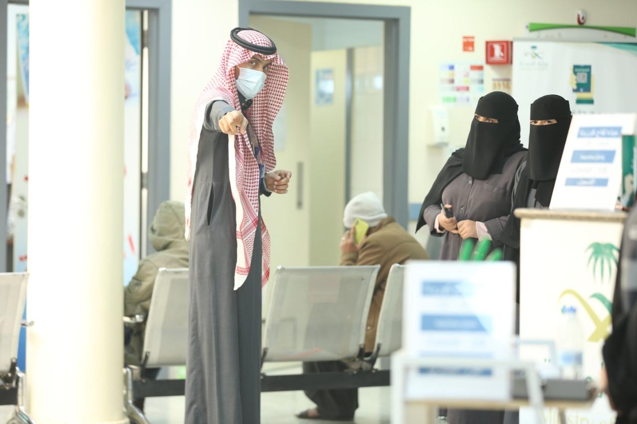 صحة تبوك تبدأ آلية تطعيمات كورونا في مراكزها الصحية - المواطن