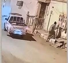 ضبط مواطن حاول سرقة كابل كهربائي مما تسبب في انفجاره بالخرج - المواطن