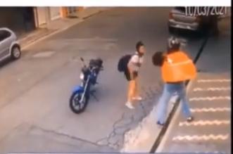 شاهد.. فتاة برازيلية تقاوم لصًّا حاول سرقة هاتفها - المواطن