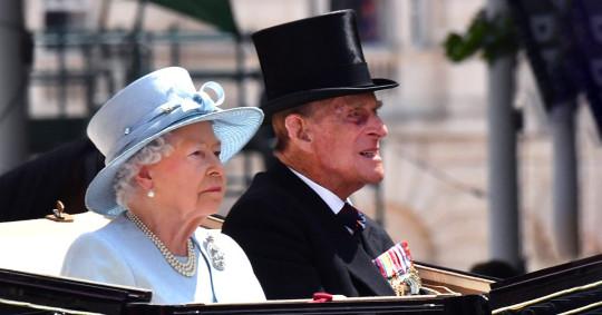 الملكة إليزابيث تتدخل لحل أزمة ملابس الجنازة - المواطن