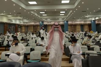 رئيس جامعة الملك خالد يتفقد سير الاختبارات النهائية