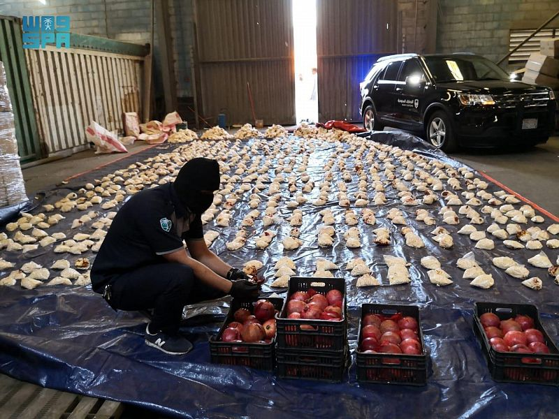 الجمارك تضبط 5.3 مليون حبة كبتاجون في إرسالية رمان قادمة من لبنان