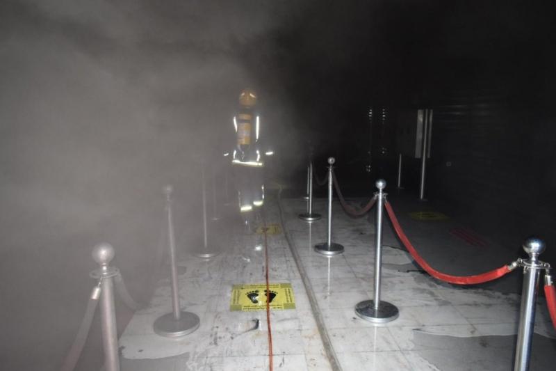 المدني يخمد حريقًا في أحد المجمعات التجارية بالرياض - المواطن