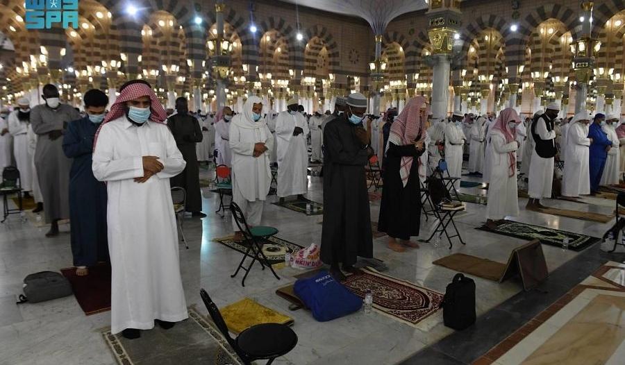 لقطات من الصلاة التراويح في أول ليلة من رمضان بالمسجد النبوي
