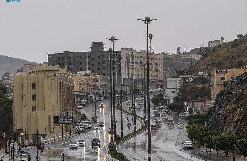 تحذير من تقلبات حالة الطقس في الباحة حتى الـ 8 مساءً