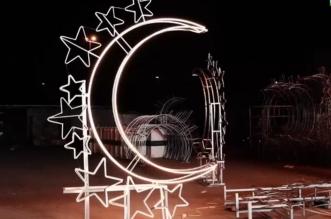 تزيين مداخل مكة المكرمة بالفوانيس والمجسمات المضيئة - المواطن
