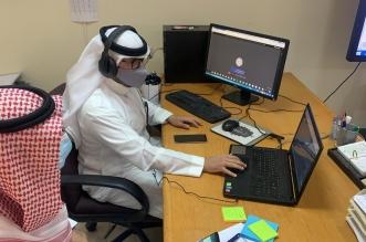 تفاعل مستمر من المعلمين والمعلمات مع طلابهم في اختبارات اليوم - المواطن